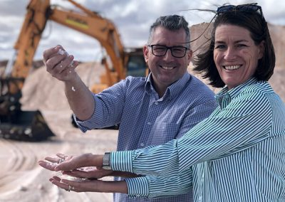 Senator Davey with Water Minister Keith Pitt at the Murray River Salt Inception works, on the NSW side of Mildura.